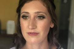 Glowing skin and natural bridal makeup for this stunning bridesmaid