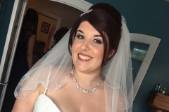Timeless makeup on this bride.
